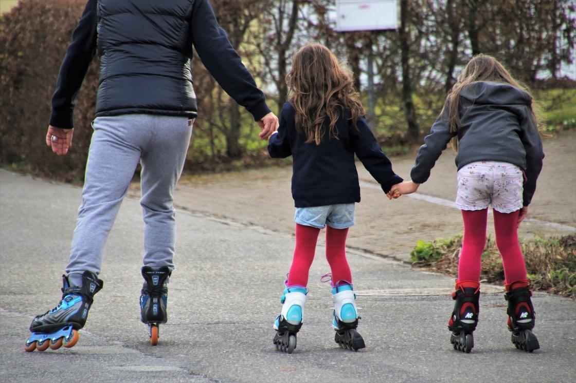 roller-skates-4032563_1920